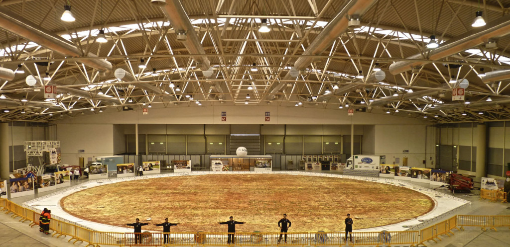 world's largest pizza