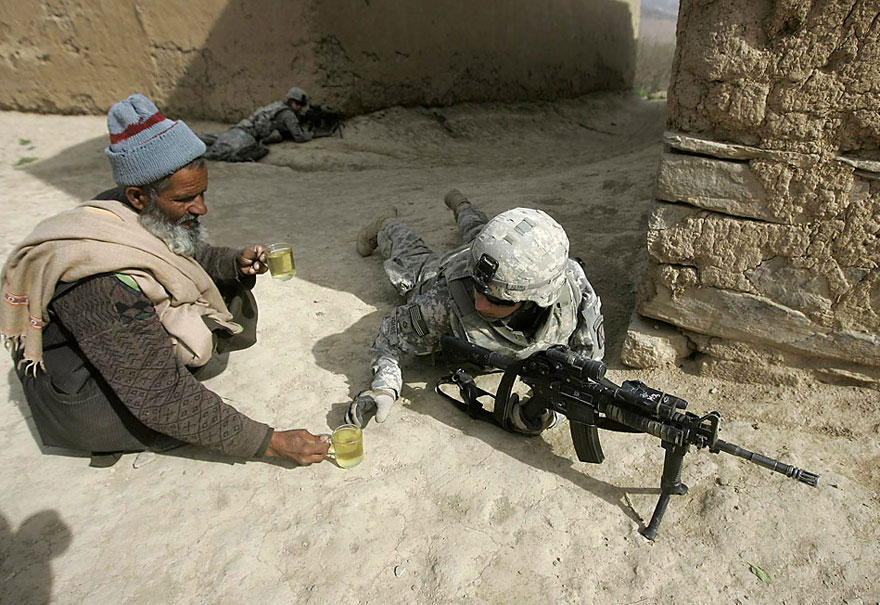 afgha gives US soldier tea