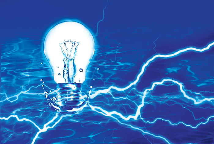 water conducts electricity myth
