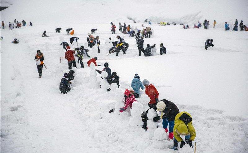 most snowmen built in an hour